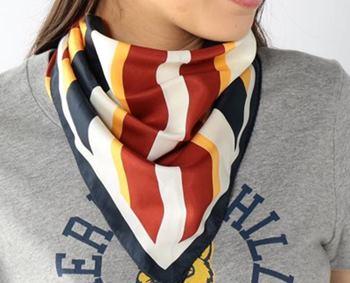 校閲ガールスカーフ